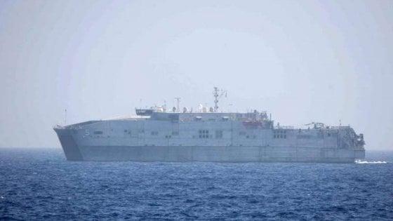 """Migranti: 500 in arrivo su mezzi della Marina, in Italia anche i naufraghi della nave Usa. Toninelli: """"Ma la misura è colma"""""""