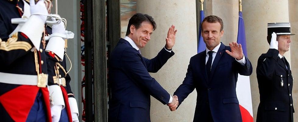 """Parigi, tregua Macron-Conte: """"Voltare pagina sui migranti"""". Ma l'Eliseo attacca Salvini: """"Asse con Vienna e Berlino? Riporta a un passato infelice"""""""