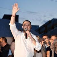 """Salvini su Facebook: """"Le navi delle ong si cerchino altri porti"""""""