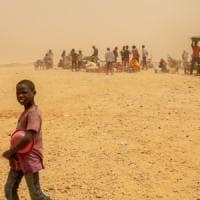 Sempre più bambini migranti espulsi verso il Niger. L'Unicef: colpa dell'inasprimento delle frontiere
