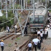 Giappone, forte scossa di terremoto vicino a Osaka: trovate vittime