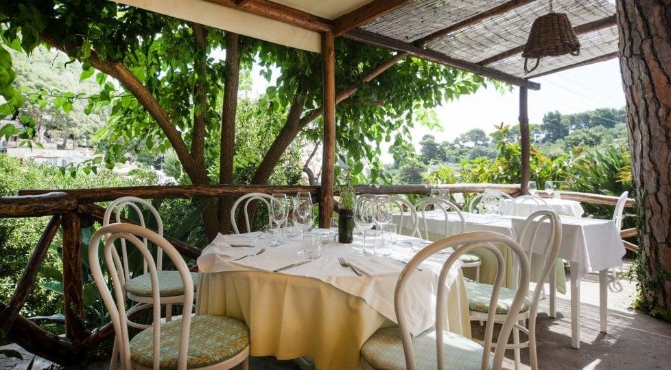 Non solo mare: nei ristoranti di Capri dove sembra di stare in campagna (o in città)