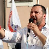 """Salvini sui Rom: """"Faremo censimento ma quelli italiani tocca tenerseli"""". Fico: """"L'Ue..."""