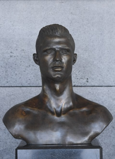 Ronaldo: dopo la tripletta, ecco una nuova statua all'aeroporto di Madeira