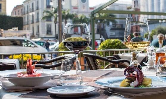Tra limoni, fiordilatte e pesce, in tavola tutti i profumi e i sapori della costiera Sorrentina