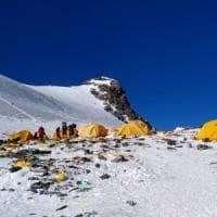 Addio montagna immacolata, l'allarme sull'Everest: