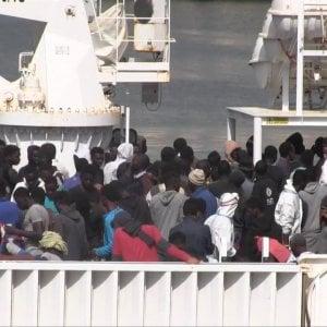 I migranti soccorsi dalla Diciotti arrivati a Pozzallo. A bordo anche i 42 sopravvissuti al naufragio di una settimana fa