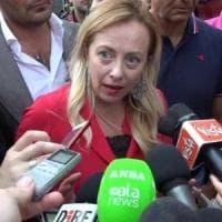 """99 Posse contro Meloni: """"Fascista, devi penzolare"""". La leader FdI: """"Ma quanto sono..."""