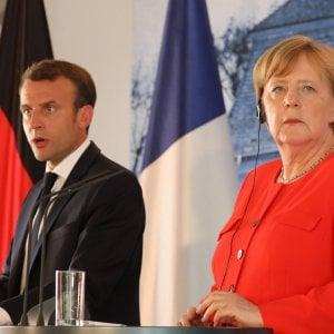 """Migranti, Merkel e Macron: """"Serve risposta Ue. Accogliamo esigenze dell'Italia"""""""