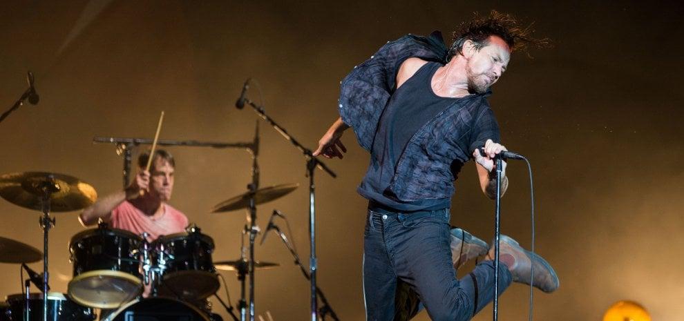 Pearl Jam, Eddie Vedder senza voce: annullato il concerto di Londra