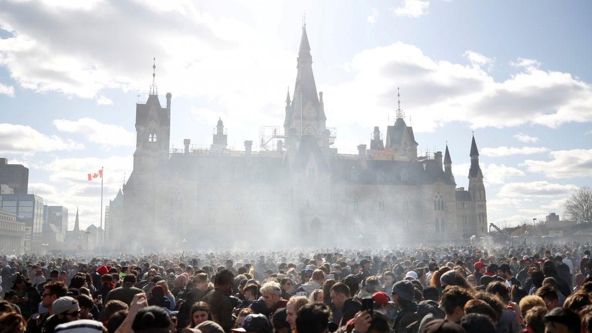 OTTAWA - Via libera alla legalizzazione della marijuana in Canada,