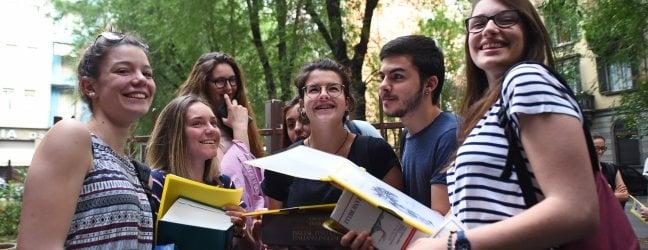 Nei temi l'Italia fondata sull'uguaglianza e il romanzo-monito sulle persecuzioni razzialiMa la traccia più scelta è sulla solitudine