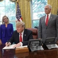 Usa, Trump firma l'ordine esecutivo per riunire le famiglie dei migranti