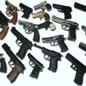 """Armi, come misurare e controllare la violenza di un miliardo di """"pezzi leggeri"""""""