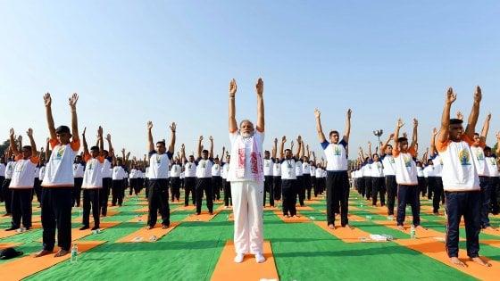 Yoga day,  il mondo si ferma per un asana