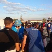 "Migranti, i 224 soccorsi dalla Lifeline sbarcheranno in Italia. Toninelli: ""Sequestreremo..."