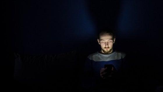 Razionali di giorno, emotivi di notte: anche i tweet hanno un bioritmo