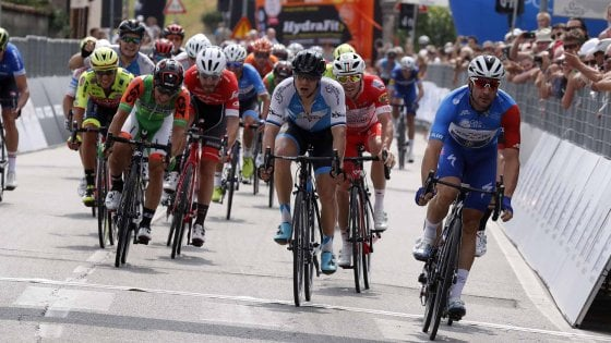 Ciclismo, Adriatica-Ionica: super Viviani a Maser. 2° tappa e maglia di leader