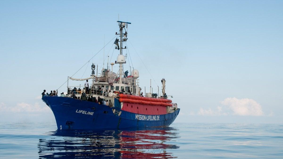 La nave Lifeline in mare da giorni con 224 migranti
