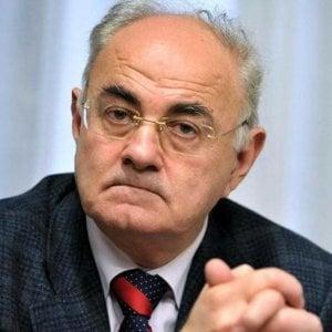 """M5S, la frase shock del senatore Lannutti: """"Ong finanziate da Soros vanno affondate"""""""