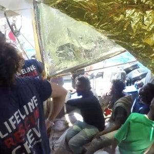 """Lifeline bloccata nel mare twitta per Salvini: """"Vieni qui. Ci sono esseri umani"""""""