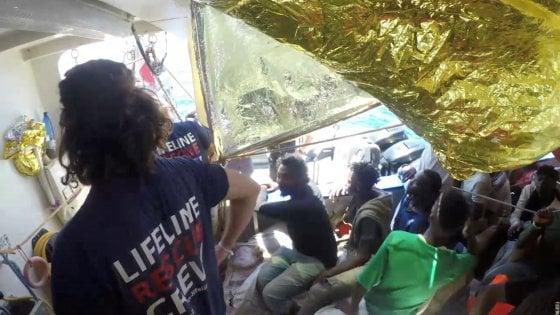 La Guardia costiera italiana cede il soccorso, le motovedette libiche riportano indietro 820 migranti