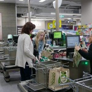 Gran Bretagna, basta con gli snack e i dolciumi alle casse dei supermercati: un altro passo nella battaglia contro l'obesità