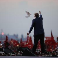 Turchia, iniziato lo scrutinio: coalizione Erdogan in vantaggio oltre il