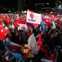 Erdogan oltre il 50%, la Turchia in piazza per festeggiare la nuova vittoria
