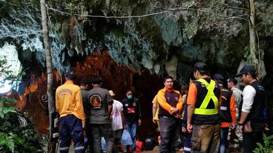 Thailandia, 12 giovani calciatori intrappolati in una grotta
