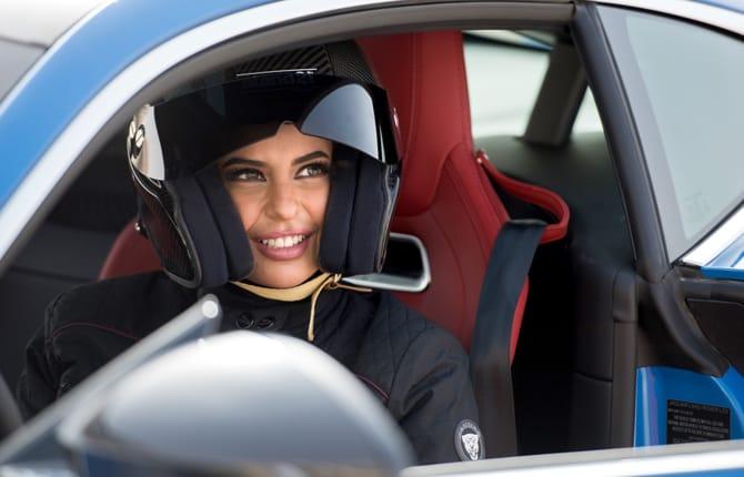 Arabia Saudita, Jaguar festeggia così la fine del divieto di guida per le donne