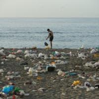 Plastica, l'allarme di Greenpeace:
