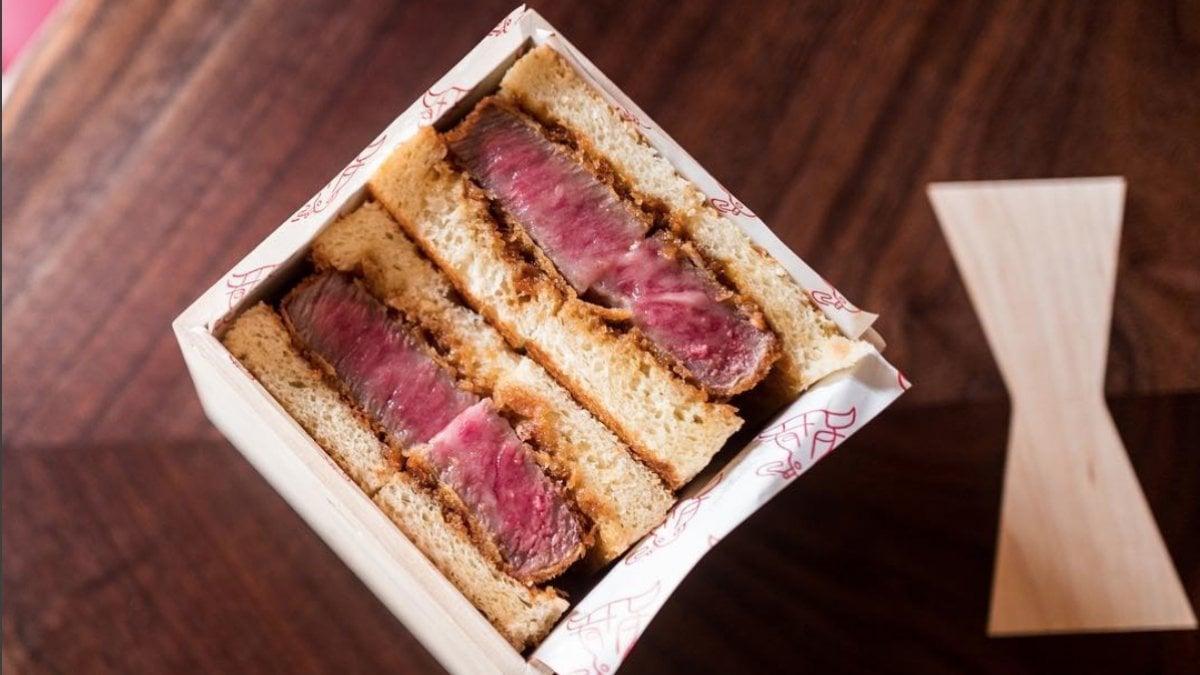 A wall street il ristorante che vende solo panini con wagyu beef a 185 dollari - Food network ricette a tavola con guy ...