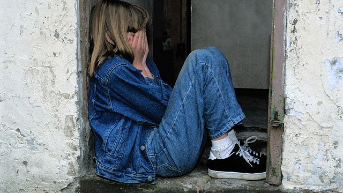 AVERE un'infanzia difficile e stressante farebbe maturare più in fretta