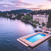 Sul Lago o sopra la vallata: quando la piscina dell'hotel è un belvedere