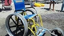 Pesaro, rubata in spiaggia carrozzina per bambini disabili: l'appello in Rete