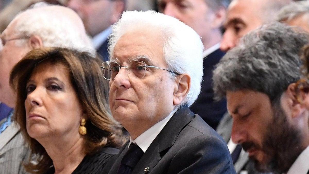 Vitalizi m5s contro casellati schiaffo ai cittadini for Repubblica politica