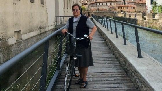 """Suor Raffaella, una vita in bici per trovare occupazione ai giovani: """"Il Vangelo del lavoro è la cosa più urgente"""""""