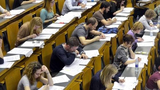 Università a numero chiuso, aumentano i posti: 800 in più per Medicina