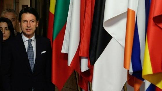 """Ue e migranti, scontro Italia-Francia. Macron: """"Accoglienza riguarda l'Italia"""". Conte : """"Smentisco, era stanco..."""""""