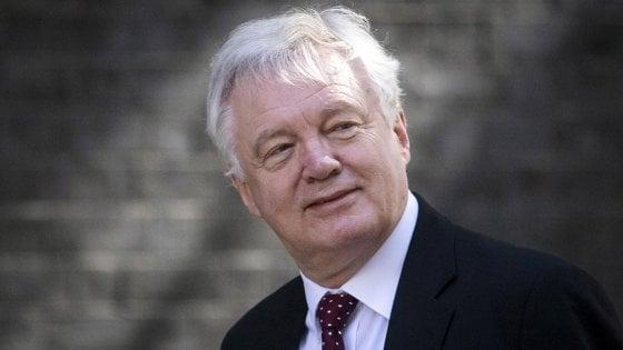 Brexit, scontro nel governo May per un'uscita