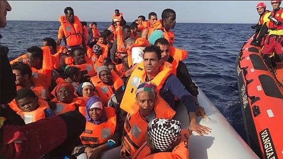 Open Arms salva 50 migranti al largo della Libia, Salvini: