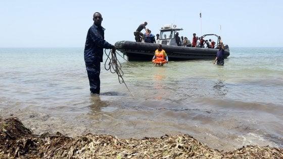 """Migranti, il caso delle motovedette donate alla Libia: per la guardia costiera è """"solo propaganda"""", la Marina smentisce"""