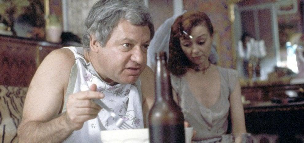 Paolo Villaggio e il suo Fantozzi, la risata cattiva di un comico premonitore