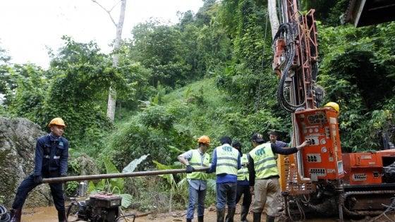I ragazzi intrappolati nella grotta in Thailandia sono stati trovati vivi