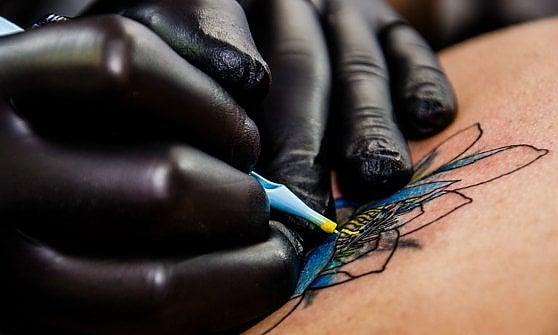 Il boom dei tatuaggi: dal 2012 aperti 2.700 nuovi studi