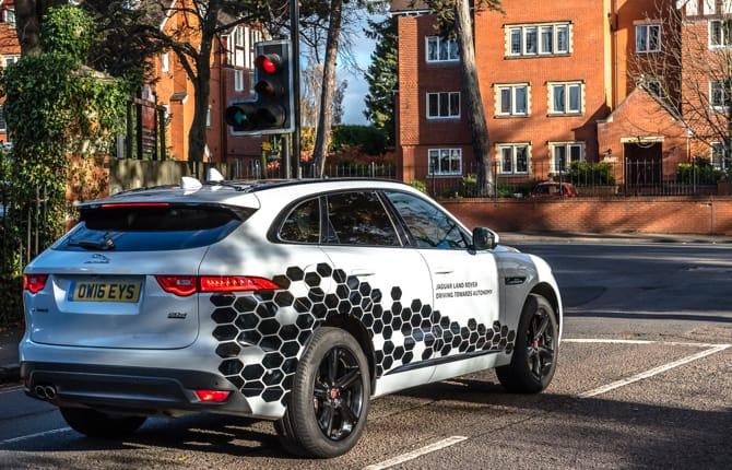 Jaguar Land Rover, la guida autonoma si avvicina