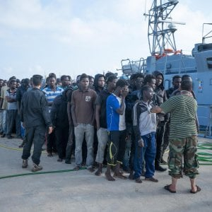 """Commissione Ue: """"Non rimanderemo i migranti in Libia, la situazione è inumana"""""""