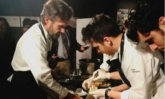 Lo chef Carlo Cracco durante uno degli eventi organizzati da Longino & Cardenal