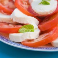 La caprese: la ricetta perfetta (e gourmet) per un'insalata dalla storia futurista